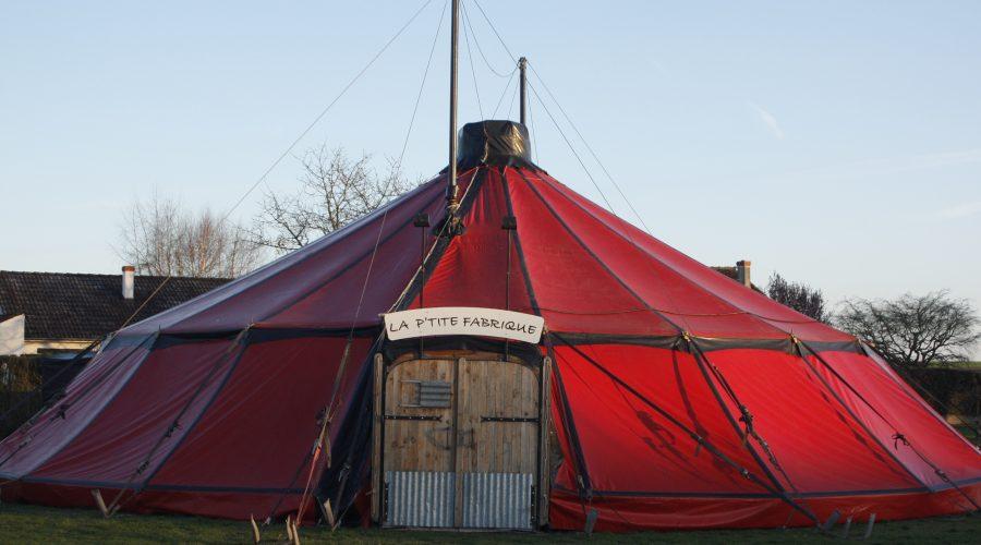 chapiteau P'tite Fabrique de Cirque Loches 37 indre et loire école Beaugency accueil public représentation spectacle enfant