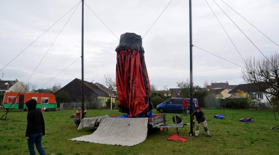 montage chapiteau P'tite Fabrique de Cirque Loches 37 indre et loire école Beaugency accueil public représentation spectacle enfant